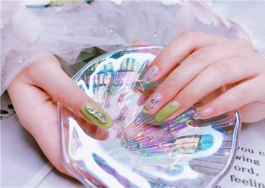 女孩子学习化妆美甲的好处!