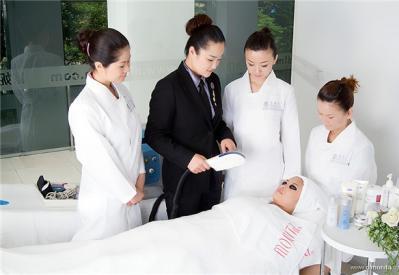 美容师怎么获取顾客的好感?