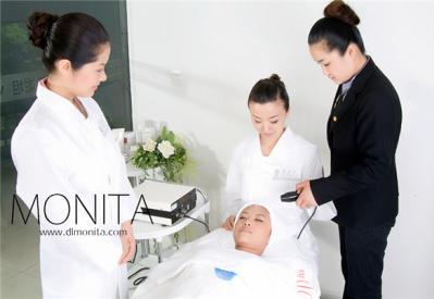 给大家介绍几种美容师手部训练方法!