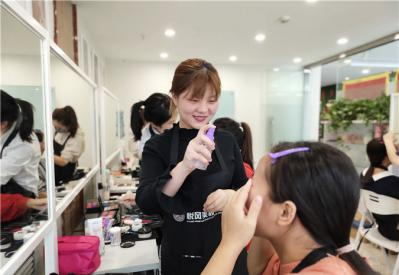 咸阳化妆学校