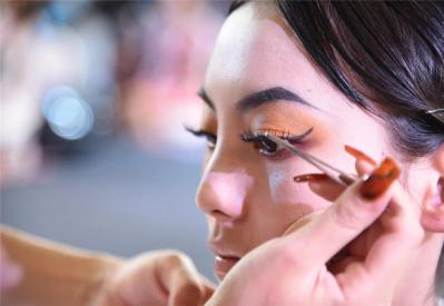 学化妆什么样的化妆学校好?