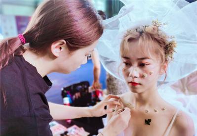 学化妆可以去影楼吗?看完你就明白了!